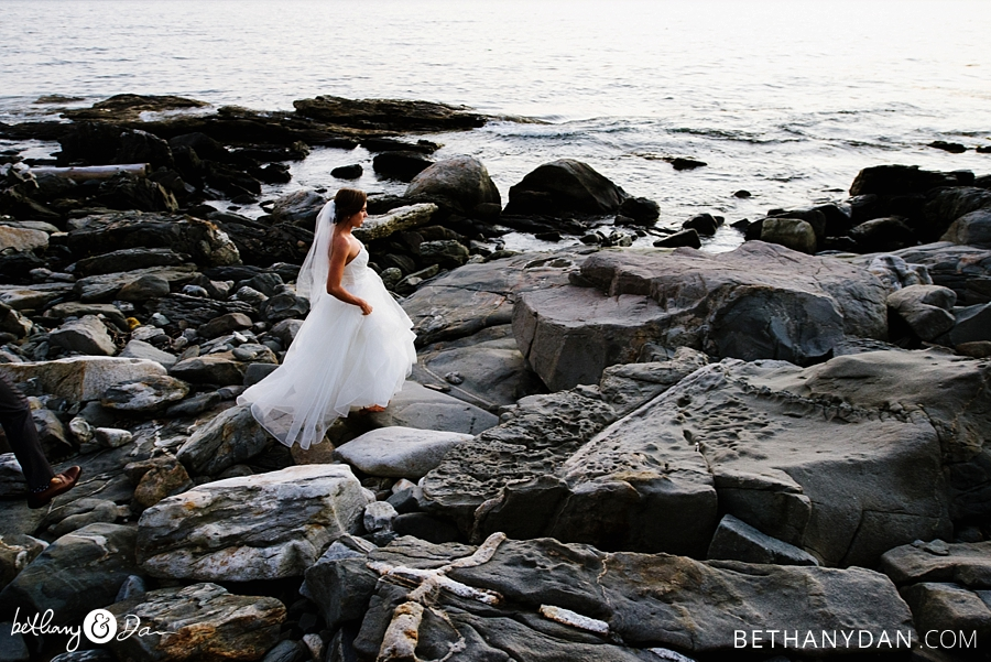 The bride on the rocks in Maine